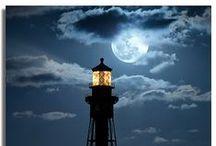 FAROS del MUNDO *=*)  Lighthouses in the world / El primero conocido fue el Faro construido en 280 aC en Alejandría, considerado como una de las Siete Maravillas del Mundo Antiguo y cuyo fin fue trágico.   Además de ser una referencia para los barcos, forman paisajes que pueden ser inolvidables para el turista. Entre los más espectaculares se encuentra el faro Kiz Kulesi en Turquía, el faro de Cabo Hatteras y el faro Pegeon Point en Estados Unidos y el faro de Enoshima en Japón. / by Juana Martín
