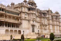 About Udaipur / Udaipur is known as the Venice of the East. Beautiful forts, palaces, lakes, gardens, sanctuaries, fountain pavilions, temples, streets lined with brightly coloured stalls, festivals and so forth appeals to the imagination of national and international tourists like no other city in the country.