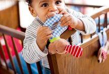 BabyGlück / Kindgerechtes Design mit liebevollen Details und niedlichen Motiven. Geschenkideen zur Geburt für frisch gebackene Eltern. Spielideen, die Babys Spaß machen und ihre Sinne ansprechen. Die ihre Neugier wecken und Fantasie anregen. All das ist BabyGlück!