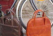 Bolsos, Mochilas y Carteras de cuero.Taller Puntera / Éstos son nuestros bolsos, mochilas, carteras, nuestro trabajo. Todo piel y śolo piel. www.puntera.com/ #bolsos #mochilas #artesanía #cuero #piel #Madrid #handmade #leather #bag #backpack