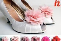 Blüten- & Haarschmuck / Schuhblüten, Schuhclips, Blütenbroschen und Haarblüten als farbliche Ergänzung zum Brautkleid, dem Ballkleid, Brautschuh, Hochzeitsschuh
