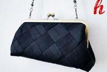Beautiful BLACK / Die kleine Schwarze ist eine Tasche, die zu vielen Anlässen (Ball, Party, Weihnachten, Silvester) und Outfits (Etuikleid, Cocktailkleid, Ballkleid) getragen werden kann.  Ein Klassiker, der sich gut kombinieren lässt und der bei jeder Frau als Accessoire unerlässlich ist.  Audrey Hepburn und Frühstück bei Tiffany lassen grüßen.