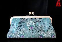 PFAU / Peacock / Der Pfau (peacock) ist mit seinem farbenprächtigen Federkleid (Blau, Smaragd, Violett, Opal, Cameo, Weiß, Emerald, Purple) eine wunderbare Inspiration für ganz besondere Accessoires.