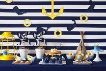 Des marinières, des baleines et des petits bateaux - Whale Party / Pour tous les amoureux des marinières, optez pour un anniversaire sur un thème marin associant l'univers des petits bateaux à celles des baleines et autres poissons d'eau de mer sur fond de rayures marine et touches de jaune.