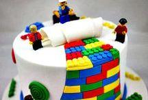 Des gâteaux d'anniversaire / C'est la fête ! Tout le monde revêt sa plus belle tenue, même le gâteau d'anniversaire !
