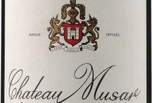 Wino - Liban - Bekaa Valley / Leżąca blisko równika, usytuowana na płaskowyżu dolina Bekaa, stanowi główną część ziem uprawnych Libanu. Prowadząc uprawy głównie szczepów pochodzących z Bordeaux, dużą uwagę poświęcają lokalnym odmianom białym, Obaideh i Merwah, a także pogardzanej w Europie odmianie Cinsault, która tam odnalazła swoją nową ojczyznę. Wina Bekaa odróżniają się jednak od win bordoskich, które były natchnieniem ich powstania, starzejąc się od nich dużo szybciej, lecz także będąc bardziej od nich ekspresyjnymi.