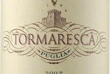 Wino - Włochy - Puglia / Dysponując ciekawymi, rodzimymi szczepami Negroamaro, Primitivo i Uva di Troia, Puglia potrafiła zaprezentować międzynarodowej publiczności szereg interesujących, ciemnych, miękkich i świetnie zrównoważonych kwasowo win, z różnych części regionu, wśród których najbardziej znanymi są Salento, Manduria i Taranto.