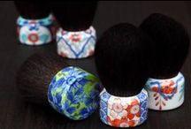 Qusavi Cosmetic Brush / Combining the elegance of Arita /Imari-Nabeshima porcelain with the finest quality Kumano-fude.