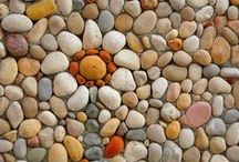 ✣ Peʙʙʟᴇ ᴍᴏsᴀɪᴄs ₪ / Pebble and stone mosaics, see also 'Garden mosaics' and 'Stunning stone' / by ✿⊱ ᎷᎯᏒᎥᏖᏕᎯ'Ꮥ ᎶᎯᏒᎠᎬN ⊰✿