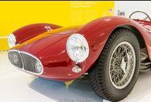 ferrari / Mito Italiano: la più famosa marca di automobili nel mondo.