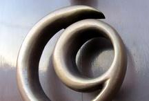 Knock-knock, toc-toc. Trucadors, poms I altres detalls / by anna pascual