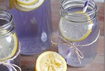 Lavender Beverage Recipes / Fun and refreshing recipes for drinks/beverages containing lavender.