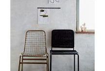 Möbel und Accessoires fürs Arbeitszimmer/Büro / Stühle und Lampen im Industrielook, edle Behälter für Stifte und Anderes zum Gestalten des Arbeitszimmers.