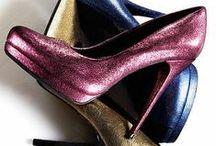 """SHOES PASSION!!! / """"Altro che mazzi di fiori... alle donne andrebbero regalati mazzi di scarpe!"""" <3 dedicato a tutte le donne... perché non esiste al mondo una donna che non abbia sognato almeno una volta nella vita di avere un armadio pieno di scarpe d'ogni genere!!! :)"""