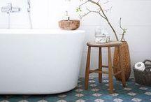 S O L S / Mélangez les styles pour définir une pièce ou changer d'ambiance grâce aux différents revêtements de sol.