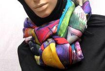 Pañuelos y Foulares de Seda 100% / Colección de foulares y pañuelos de seda estampada de Vas hecha un cuadro. Diseñamos prendas de ropa únicas y exclusivas. Cada pañuelo es diferente, no existen dos iguales.