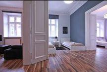 ROYAL - królewski apartament w Krakowie / Royal to iście królewski apartament w Krakowie, przeznaczony do pobytu 6 osób w bardzo komfortowych warunkach. Apartament składa się z salonu z rozkładaną sofą dwuosobową, sypialni z dwoma pojedynczymi łóżkami oraz sypialni z łóżkiem małżeńskim. Jasny, przestronny, urządzony zgodnie z najnowszymi trendami. Mieszkanie znajduje przy ul. Garbarskiej, nieopodal plant, około 5 minut piechotą do Rynku Głównego. 3 pokoje, 70 m², 1 piętro. Więcej na: http://www.capitalapart.pl/krakow_apartamenty/royal