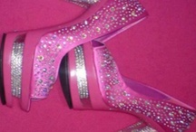 If the SHOE fits buy the matching PURSE.... / by Tori Antoinette