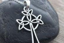 Celtic designs / Kelttiläisiä kuvioita, asuja, koruja ja symboleita