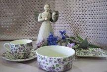 Tea time with violets / Ceramic tableware.  Matching glassware available at www.almoraima.com  Made in Spain Vajillas de cerámica, bandejas y vasos a juego de flores violetas. Más en www.almoraima.com