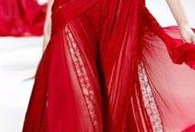 A nő vörösben
