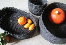 Recysacplastic / Mode et Maison / Commencée avec les femmes d'un atelier d'insertion, l'activité de crochet des sacs plastique recyclés s'articule ici en France et là-bas, en Afrique. Là-bas, au Burkina-Faso, elle apporte des débouchés aux femmes qu'elle a initiées à la technique du crochet grâce au réseau tissé par la marque Facteur Céleste. Les produits sont en vente sur : http://www.facteurshop.com/fr/