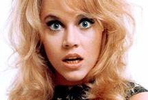 Barbarella / Barbarella fue una historieta de ciencia-ficción francesa creada por Jean-Claude Forest, cuya protagonista se convirtió en una de las más destacadas heroínas y quizás la primera del género fantaerótico, que tuvo su esplendor en los 60 y 70. Gozó de una adaptación cinematográfica en 1968 y un musical en 2004. Barbarella revolucionó el cómic de la época, convirtiéndose en la primera de una serie de heroínas fantaeróticas y liberadas.