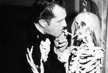 Vincent Price / Vincent Leonard Price, Jr. (San Luis, Misuri, 27 de mayo de 1911 – Los Ángeles, California, 25 de octubre de 1993) fue un actor de cine estadounidense, conocido principalmente por las películas de terror de bajo presupuesto en las que trabajó durante la última etapa de su carrera.