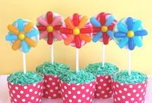 CraftyBaking.com Cake Pops & Cookies on a Stick Recipes