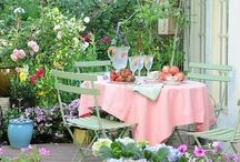 Pretty garden spaces / Lovely little nooks to read and dream in.