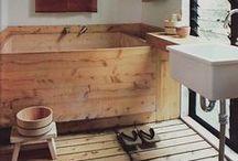 BATHROOM STYLE | japanese / http://www.bagnidalmondo.com/lofuro-antico-rituale-del-bagno-giapponese/