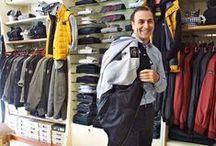 # 12 Outfit del giorno / Il nostro Luca indossa per voi un cardigan di lana idrorepellente, ideale per ogni occasione.