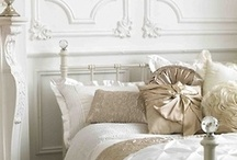 Castlefield Dream Home / Sophie Taylor of Castlefield's favorite home décor and interior design details! Feminine, airy, vintage glam, pretty textures, metallic details, and lots of books. :)