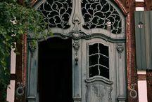 Hauseingänge und Türen