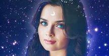 PROJEKT FÜNF: Mit dir unter den Sternen / Kurzgeschichte Buch  Als Mondgöttin ist es Lunas Aufgabe, jede Nacht den Mond über den Himmel zu geleiten, und das für alle Ewigkeit. Der einzige Lichtblick in ihrem tristen Dasein ist der Sonnengott Sol, mit dem sie schon seit Jahrhunderten befreundet ist. Als Luna jedoch Gefühle für den anderen Gott entwickelt, die sie eigentlich nicht haben dürfte, steht ihre Welt plötzlich Kopf. Niemand darf davon erfahren, vor allem nicht ihre Mutter. Doch gibt es für Luna und Sol überhaupt eine Zukunft?