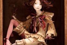 Bonecas / Создание авторских кукол является одним из самых интересных, загадочных трудоемких жанров.Талантливо сделанные куклы обладают особой энергетикой, они меняют пространство вокруг себя, обретают невидимую связь со своим хозяином.