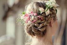 Haar-Styling für die Hochzeit / Romantische Frisuren, wunderschöne Make-ups, Accessoires, Blumengeflechte und tolle Stylings für den schönsten und wichtigsten Tag im Leben.