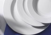 Colectia de vase Frig / Vasele din colectia Frig au un design clasic, de aceea se pot folosi la orice tip de eveniment social. Sunt realizate din portelan rezistent, astfel pot fi folosite pe o perioada indelungata de timp.