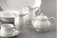 Ceainice/Teapots / Va prezentam selectia noastra de ceainice din portelan.  Designul elegant si placut le recomanda pentru diferite ocazii sociale.  Sunt realizate din portelan alb, rezistent.