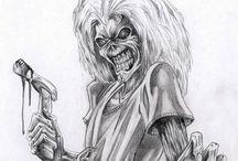 Iron Maiden / Bändiä on fanitettu vuodesta 1982. Siitä lähtien se on ollut enemmän tai vähemmän mukana kaikessa. Bändin maskotti Eddie oli varmasti ensimmäinen asia jota rupesin piirtämään enemmän. Sitä on tullut suttuilta lyijykynällä, maalailtu paperille, kankaalle, seiniin ja jopa sähkökitaraan.
