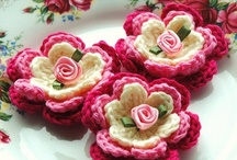 Flowers & Granny Motifs to Make: Crochet, Knit, Felt, Paper & More!