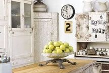 Shabby Chic Kitchens / There's nothing more pretty, sweet and feminine than a #shabby #chic #kitchen!