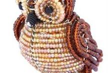 Corujas de Miçangas / Coruja miçanga- owl beads- perles de Chouette- cuentas Búho / by Cristiane Corrêa