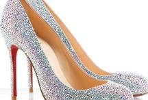 Cipők & Táskák / A nők megörülnek a cipőkért, Nem hatnak rájuk érvek, Mit számítanak a milliók Ha cserébe kapsz cipőket.