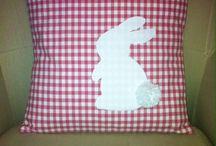 Cuscino con coniglietto applicato / Pasqua 2014
