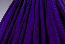 """AMETHYSTE / Le nom Améthyste trouve son origine dans le mot grec """"Amethystos"""", qui signifie «protéger contre l'ivresse». L'Améthyste de Zambie est d'un violet clair avec de superbes teintes de bleu et rouge royales.  Retrouvez nos inspirations #purple #améthyste #violet #ametyst"""