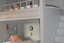 Kinderkamer / Verkleedkleertjes netjes ophangen