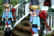 Holiday Garden Decor Ideas / Great holiday outdoor decorating ideas.