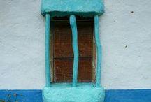 Turkoosi ovet ja ikkunat