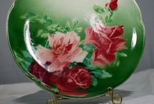 Decorative Plates And Bowls / A collection of beautiful plates and bowls